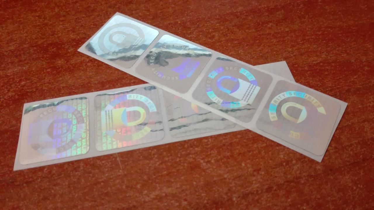 Adhesivo holográfico de seguridad
